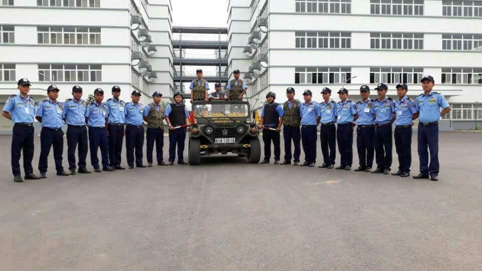 nhan-vien-bao-ve-cong-ty-tnhh-dich-vu-bao-ve-bac-thang-long-truoc-gio-lam-nhiem-vu-tai-muc-tieu-cong-ty-first-team